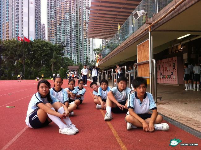 六中校服的服盘点  (580x433); 中国各大学校校服盘点;; 香港香岛中学