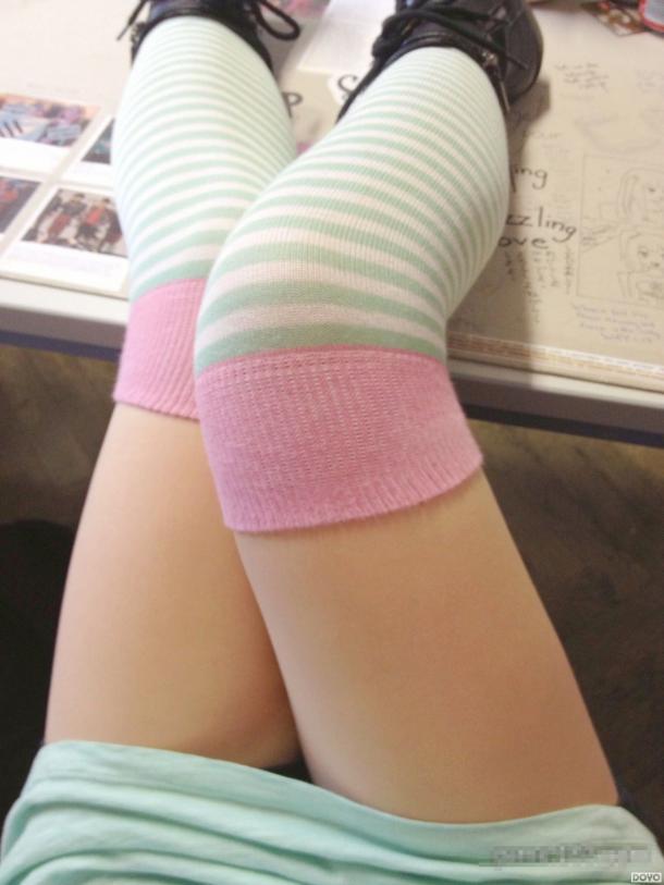 双腿之间的生命之光:绝对空域女孩 竖