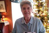 沉迷《动物之森》的老奶奶收到众筹的Switch