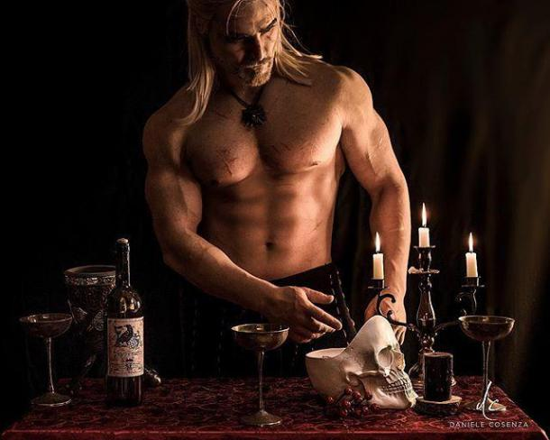 《巫师3》杰洛特Cos图赏 身材健硕让妹子口水直流